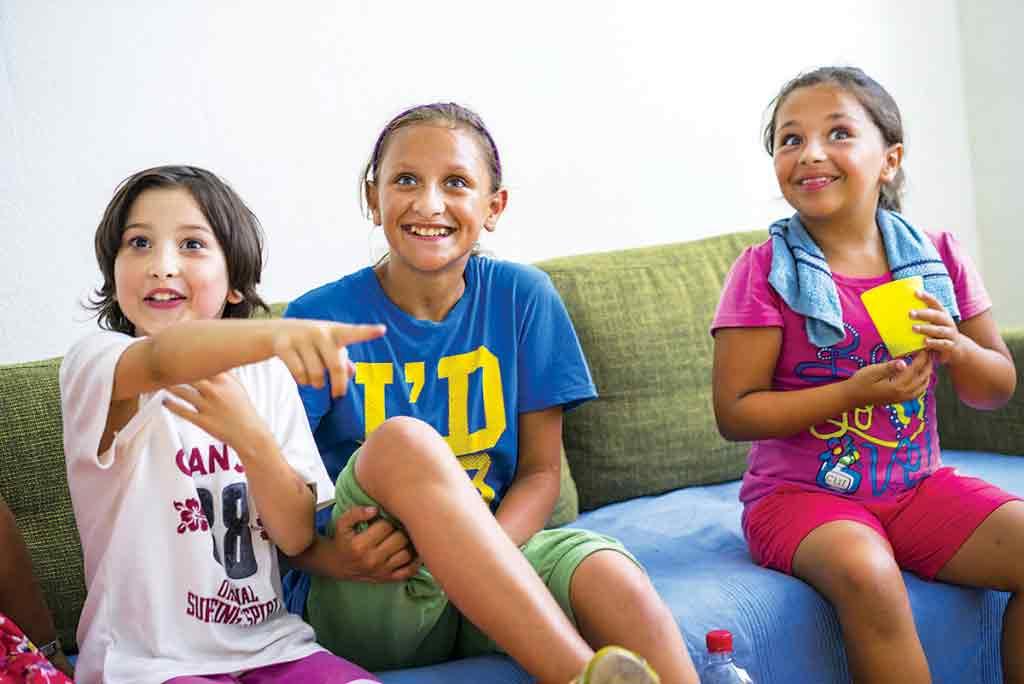 Deťom sa cez prázdniny v centre koburgovo starajú o program, cez školský rok sa s nimi aj pripravujú do školy. Foto: Darina Kvetanová