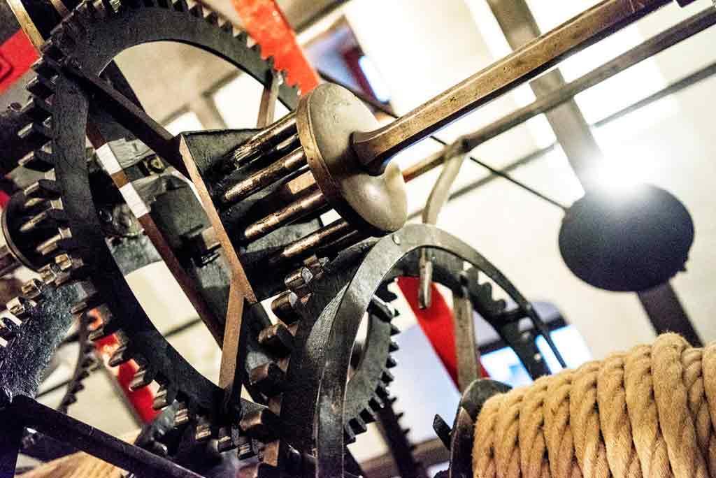 Celý stroj je umeleckým dielom. Jeho časti vyhotovili kováči ručne.