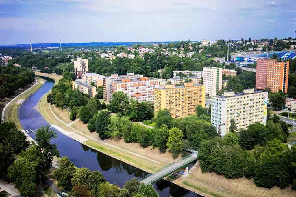 Popri rieke Ostravica vedie jedna z cyklotrás. Spája napríklad Ostravu s mestom Frýdek - Místek.