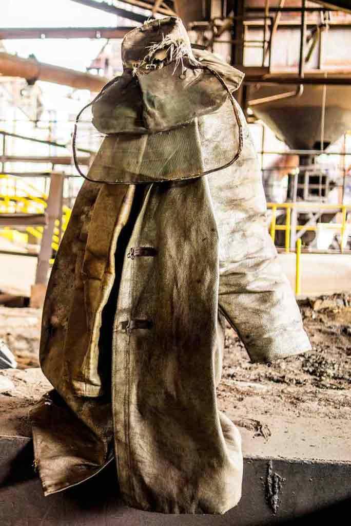 Špeciálny odev, ktorý mali na sebe zamestnanci pri liatí železa.