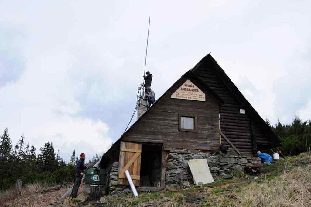 Andrejcová má vyčistený a nanovo postavený komín.