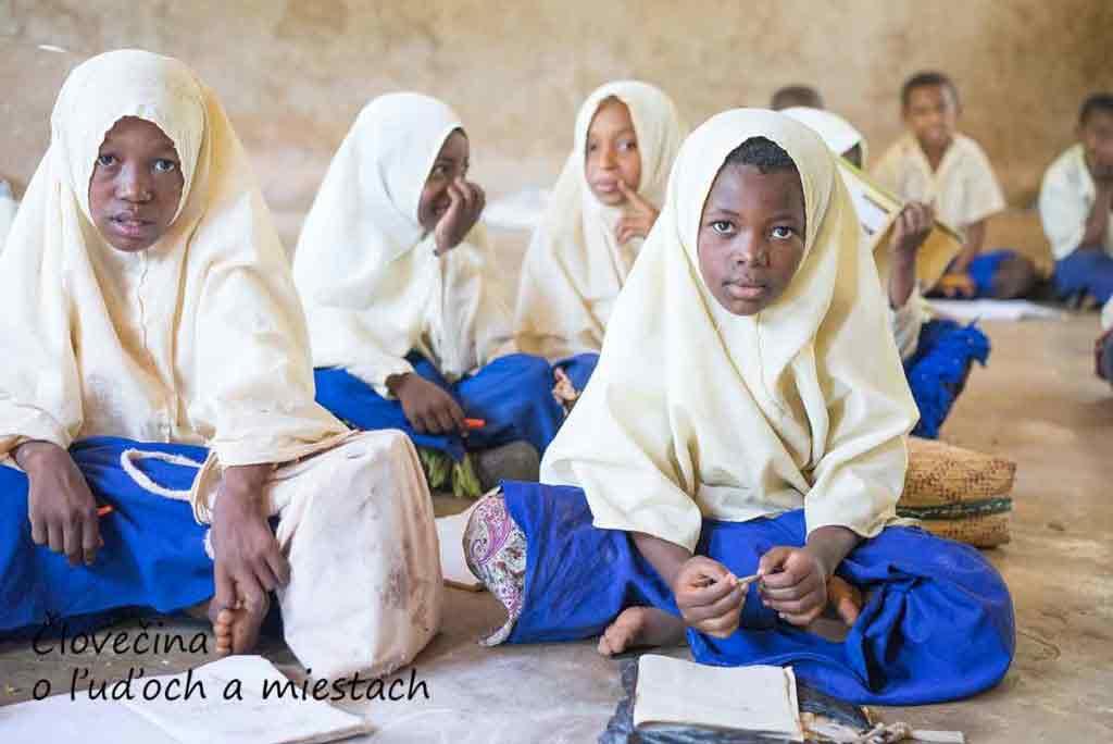 Škola vo Fukuchani je moslimská, tak ako väčšinové obyvateľstvo ostrova.