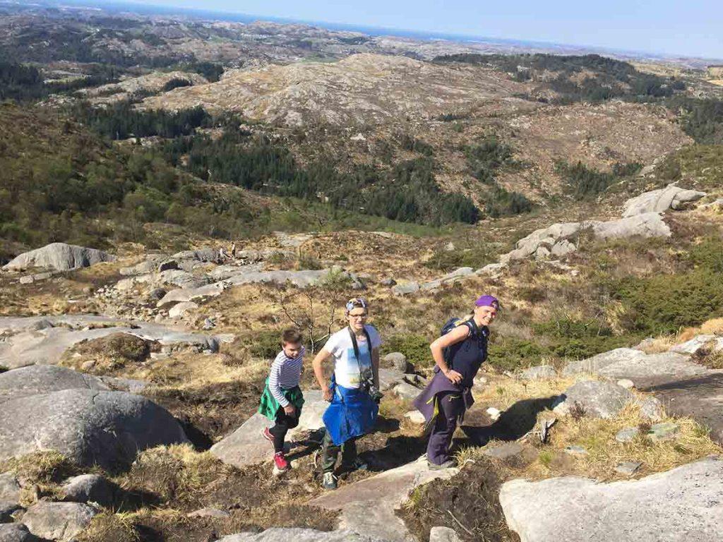Nórska krajina je doslova rajom pre turistov. Všade sa nájde miesto, kam vybehnúť na prechádzku.